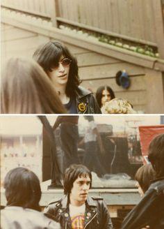 zombiesenelghetto:  Ramones, backstage, New Jersey 1981 via