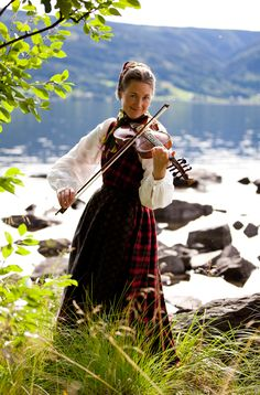 The Harding fiddle is common in Telemark, Numedal, Valdres, Setesdal, Hardanger and along the West of Norway to Sunnmøre  Photo Laila Duran     It's us! Showing some of our very old Viking ancestors