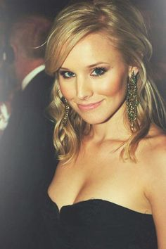 kristen bell // I had this dream once where she was coming on to me ! Where the heck did that come from ? =) #weddingmakeup