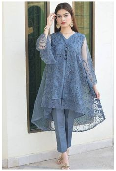 Pakistani Party Wear Dresses, Beautiful Pakistani Dresses, Designer Party Wear Dresses, Kurti Designs Party Wear, Pakistani Dress Design, Pakistani Outfits, Pakistani Bridal, Kurti Designs Pakistani, Indian Outfits