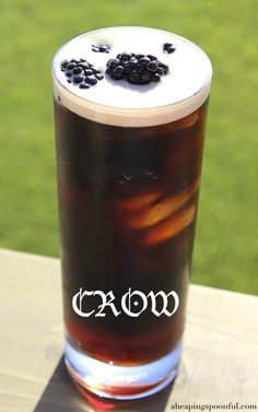 10 Game of Thrones Cocktails 1 oz Chambord 1 can of Guinness few fresh blackberries Pour ice into a tall glass and add the blackberries. Top it off with Guinness. Liquor Drinks, Cocktail Drinks, Fun Drinks, Yummy Drinks, Alcoholic Drinks, Healthy Cocktails, Fun Cocktails, Game Of Thrones Drink, Game Of Thrones Cocktails