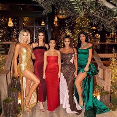 w Kendall Jenner, Kourtney Kardashian, Kim Kardashian-West, and Kylie Jenner Estilo Kardashian, Robert Kardashian, Kardashian Style, Kardashian Jenner, Kris Jenner, Kendall Jenner, Looks Kylie Jenner, Kardashian Christmas, Kardashian Family