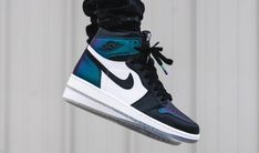 Air Jordan 1 All-Star Gotta Shine Release Date. Part of the Jordan Brand 2017 All-Star Collection, the Air Jordan 1 Gotta Shine releases February 2017 Air Jordan Sneakers, Nike Air Shoes, Nike Air Jordans, Nike Socks, Sneakers Mode, Best Sneakers, Sneakers Fashion, Winter Sneakers, Retro Sneakers