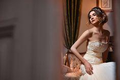 Fotografia de nuntă trebuie să fie fabuloasă din toate punctele de vedere și emoțiile reflectate de imagini trebuie să fie aceleași cu cele trăite de voi în ziua evenimentului. Pentru asta, fiind fotograful vostru, mă implic emoțional în fiecare eveniment.  Îmi place să captez momentele și să le transpun într-o poveste. Povestea nunții voastre. Sunt cu siguranță cadre pe... One Shoulder Wedding Dress, Wedding Dresses, Fashion, Bride Dresses, Moda, Bridal Gowns, Fashion Styles, Wedding Dressses