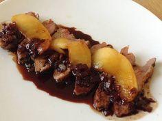 Excellente recette pour Filet de canard Miel et Balsamique aux Pommes.C'est un des plats favoris de ma famille! Je sais qu'il vaut mieux respecter la recette classique mais j'aime bien ajouter un peu de sauce soja. ;-)