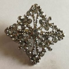 21 x 21 (mm) : x (inch) Brooch Weight +/- . 5 g : ounces Brooch, Jewellery, Silver, Jewels, Jewelry Shop, Money, Brooches, Schmuck, Jewelery