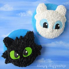Toothless Cake and Light Fury Cake on a blue modeling chocolate covered round cake board are displayed on a blue sky watercolor background. Dragon Birthday Cakes, Dragon Birthday Parties, Dragon Cakes, Dragon Party, 7th Birthday, Birthday Ideas, Kid Desserts, Party Desserts, Party Cakes