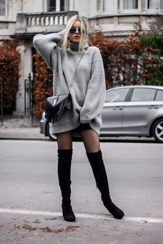 Robe pull oversize cuissardes collants résille Oversized thigh-high jumper dress with fishnet tights Oversize Fashion, Fall Winter Outfits, Autumn Winter Fashion, Casual Winter, Mode Outfits, Casual Outfits, Oversize Pullover, Oversized Sweater Dress, Oversized Sweaters