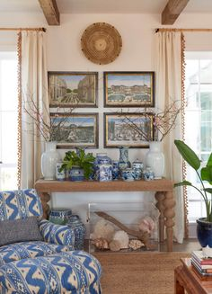 Southern Island Charmer Fresh Living Room, Beach Living Room, Coastal Living Rooms, Small Living, Beach House Tour, Beach Houses, Beach Cottages, Beach Town, Country Cottages