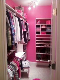Walk in closet and closet organization on pinterest for Walk in closet ideas for teenage girls
