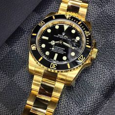 Rolex Watches Collection : Yellow Gold Rolex Submariner - Watches Topia - Watches: Best Lists, Trends & the Latest Styles Army Watches, Rolex Watches For Men, Best Watches For Men, Luxury Watches, Cool Watches, Popular Watches, Gps Watches, Gold Rolex, Rolex Submariner Gold