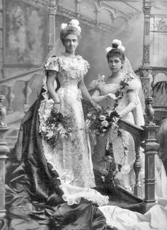 Lady Henriette MacDonnell, née MacDonell ( ) and her daughter Miss Anne Margaret MacDonnell, later Hon. Belle Epoque, Edwardian Fashion, Vintage Fashion, Court Dresses, Recycled Fashion, Vintage Beauty, Portrait, Chicano, Vintage Photos