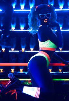 #neon #neonlights #rollerskating #rollerdisco #rollerdance #neoncolours #skating #rollerskate #rollergirl