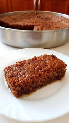 Καρυδόπιτα !!!! ~ ΜΑΓΕΙΡΙΚΗ ΚΑΙ ΣΥΝΤΑΓΕΣ 2 Greek Sweets, Greek Desserts, Greek Recipes, Coconut Tapioca Pudding, Mediterranean Desserts, Greek Cake, Greek Pastries, Syrup Cake, Greek Dishes