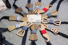 Несколько крупных заказов предстоит изготовить на этой неделе. Некоторые наши партнеры уже начали оформлять крупные заказы готовясь к новогоднему ажиотажу :) Отличный корпоративный подарок это галстук бабочка из дерева от@TwinsBowTies Советуем размещать ваши крупные заказы заранее, так как к новому году цех будет загружен на 200% :) Часы из дерева, кошельки из дерева, винтажные лампы и галстуки бабочки из дерева представлены на нашем обновленном сайте www.TwinsWood.ru  // #WoodBowTies
