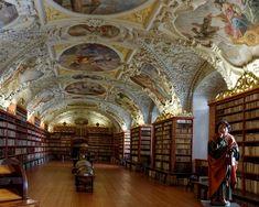 Het Strahov-klooster is een norbertijnen abdij gesticht in 1143. Het bevindt zich in Strahov , Praag , Tsjechië . Special Pictures, Fair Grounds