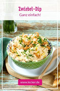 Vorsich Suchtgefahr: Der Zwiebel-Dip ist mehr als einfach zubereitet und schmeck… Vorsich Addictiveness: The onion dip is more than simply prepared and tastes delicious to kneel down. Great for barbecues or for the next party. Detox Recipes, Dip Recipes, Raw Food Recipes, Barbacoa, Pollo Keto, Onion Dip, Salad Dressing Recipes, Salad Ingredients, Mets