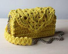 Sacchetto di tutto-stagione ꕤ Pine Green t-shirt filato a tracolla borsa a secchiello ꕤ  Borsa a secchiello migliore per sia in estate che in inverno, BEcause☺:  ☺Be eco---> questa borsa realizzata con filato di t-shirt eco-friendly! ☺Be alla moda---> secchio borsa è sulla cima di moda! ☺Be unico---> è una borsa a mano alluncinetto, ecco perché ci sono non ne esistono due esattamente le stesse borse nel mondo!   ꕤꔷꔷꔷꕤꔷꔷꔷꕤꔷꔷꔷꕥꔷꔷꔷꕤꔷꔷꔷꕤꔷꔷꔷꕤꔷꔷꔷꕤꔷꔷꔷꕤꔷꔷꔷꕤꔷꔷꔷꕥꔷꔷꔷꕤꔷꔷꔷꕤꔷꔷꔷꕤ  DETTAGLI:  Lunghezza base…