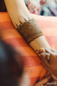 Real Wedding: Royal Udaipur Destination Wedding By Cineyug Event And Wedding Planners - Bridal mehndi designs - Hand Henna Designs Mehndi Designs Feet, Legs Mehndi Design, Henna Art Designs, Mehndi Designs 2018, Mehndi Designs For Girls, Mehndi Designs For Beginners, Modern Mehndi Designs, Dulhan Mehndi Designs, Mehndi Designs For Fingers