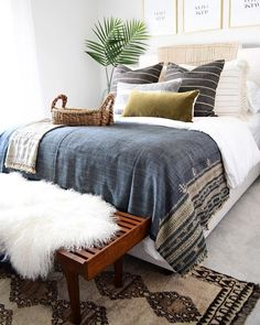 bedroom decor #style love the striped pillows