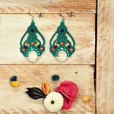"""Boucles d'oreille en macramé """"Pétronille"""" couleur vert lagon - bijoux de créateur - fait main : Boucles d'oreille par mayale"""
