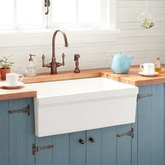 Fireclay Farmhouse Sink, Fireclay Sink, Farmhouse Sinks, Old Farmhouse Kitchen, Country Chic Kitchen, Farmhouse Front, Coastal Farmhouse, Farmhouse Homes, Farmhouse Ideas