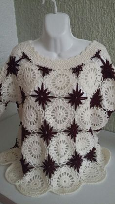 Discover thousands of images about interesting granny crochet top Crochet Coat, Crochet Shirt, Filet Crochet, Crochet Clothes, Crochet Designs, Crochet Patterns, Shrugs And Boleros, Shawl Patterns, Crochet Squares