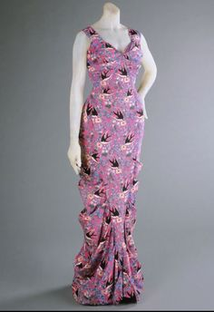 A boldly printed Schiaparelli evening dress, Summer 1939.Even though pink isn't really my color... i love this print