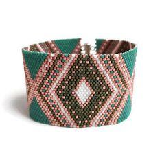 Bekijk dit items in mijn Etsy shop https://www.etsy.com/nl/listing/540599030/pink-green-bracelet-925-sterling-silver