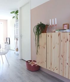 Home Living Room, Living Spaces, Mid Century Modern Decor, Minimalist Bedroom, Interior Design Inspiration, Mid-century Modern, Sweet Home, New Homes, Indoor