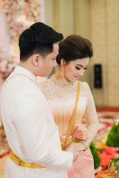Khmer Wedding, Traditional Wedding, Cambodia, Sari, Costumes, Fashion, Saree, Moda, Dress Up Clothes