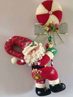 Vintage Christmas, Christmas Diy, Christmas Wreaths, Christmas Decorations, Holiday Decor, 242, Felt Applique, Clay Projects, Ornament Wreath