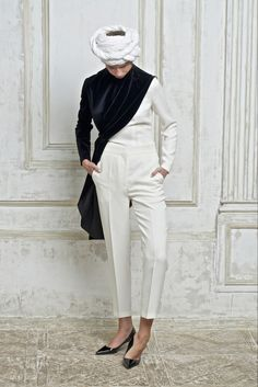 Vika Gazinskaya Spring/Summer 2015 Trunkshow Look 15 on Moda Operandi Fashion Show, Fashion Looks, Ss15 Fashion, Fashion Details, Fashion Design, Russian Fashion, Black White Fashion, Mode Style, Spring Summer