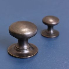 Kitchen handles, drawer knobs, cupboard handles and drawer pulls Kitchen Knobs And Pulls, Kitchen Door Knobs, Bathroom Cupboards, Small Kitchen Cabinets, Cupboard Handles, Kitchen Handles, Drawer Knobs, Cabinet Knobs, Drawer Pulls