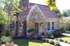 INHABIT AUSTIN: real estate » Austin Cottages and Bungalows