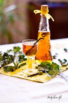 Nalewka wzmacnia organizm, świetnie działa przy przeziębieniach.