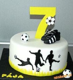 Football Birthday Cake, Soccer Birthday Parties, Birthday Cakes For Men, Football Themed Cakes, Sports Themed Cakes, Soccer Ball Cake, Sport Cakes, Easy Cake Decorating, Big Cakes