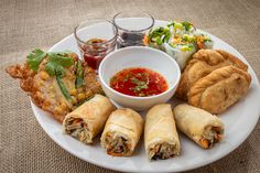 You are looking for vegetarian snacks great to share with your friends? Then we recommend our mix starter plate! Sweet Corn Fritters, Starter Plates, Vegetable Spring Rolls, Vegetarian Snacks, Potato Curry, Asian Recipes, Ethnic Recipes, Bucharest, Fresh Rolls
