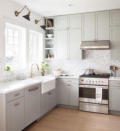 Corner detail idea - full cabinets to tall ceiling  attention  @barrycalhounphotos #kellydeckdesign #kitchendesign #hardware #home #timelessinteriors #westcoastdesign #vancouverdesign #designinspiration #kitchenlighting