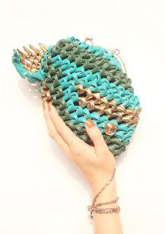 http://www.designspinka.pl/torebka/ Torebka wykonana przez Monikę Wyłogę metodą origami modułowego.