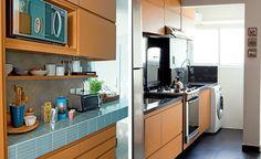 na cozinha, os armários são no padrão de freijó rutilo, da marcenaria airlane, com cava nas portas em vez de puxador. Cafeteira, tábua e ute...