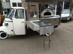 Pizza Piaggio ape made in Holland Coffee Carts, Coffee Truck, Pizza Vans, Pizza Food Truck, Bike Food, Mobile Food Trucks, Mobile Cafe, Mobile Catering, Food Kiosk