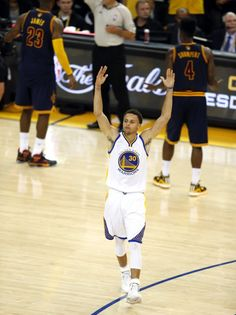 Golden State Warriors' Stephen Curry plays to the crowd late in 4th quarter of Warriors' 104-91 win over Cleveland Cavaliers in Game 5 of NBA Finals at Oracle Arena in Oakland, Calif., on Sunday, June 14, 2015. Photo: Scott Strazzante, The Chronicle