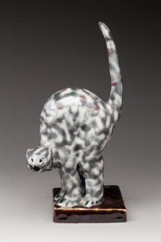 LIMOGES THARAUD Camille (1878-1956). Très rare chat, porcelaine dure,
