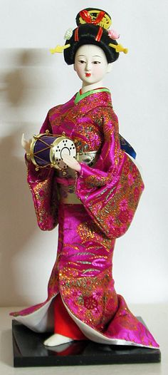 Porcelain Made In China With A Marking Refferal: 8407876243 Japanese Geisha, Japanese Kimono, Japanese Lady, Japanese Dresses, Japanese Doll, Oriental, Doll Japan, Indian Dolls, Turning Japanese