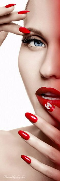 Lady in Red♡ Beauty Nails, Beauty Makeup, Red Makeup, Perfect Red Lips, Glossy Lips, Beautiful Lips, Red Fashion, White Fashion, Fabulous Nails