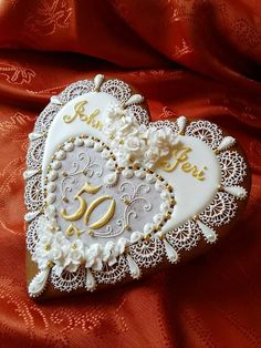 Cookie Connection - This looks like a jewelry brooch. Fancy Cookies, Heart Cookies, Valentine Cookies, Iced Cookies, Biscuit Cookies, Cupcake Cookies, Valentines, Anniversary Cookies, 50th Wedding Anniversary