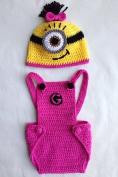 Hubby and I have a new nephew so I made up a cute minion outfit for baby Robert. Since most of the good patterns for minion style overall. Baby Girl Crochet, Crochet Baby Clothes, Crochet For Kids, Free Crochet, Minion Baby, Girl Minion, Minion Crochet Patterns, Baby Patterns, Crochet Minions