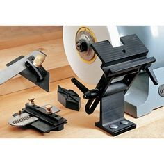 The bench grinder tool rest is a ubiquitous machine tool. It is possible to find it in almost any workshop and even private garages. Essential Woodworking Tools, Antique Woodworking Tools, Woodworking Garage, Woodworking Joints, Woodworking Furniture, Woodworking Projects, Furniture Plans, Veritas Tools, Bench Grinder