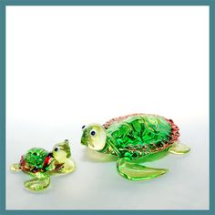Glass Animal Figurine: handmade baby green sea turtle.  Little turtle figurine in boro glass
